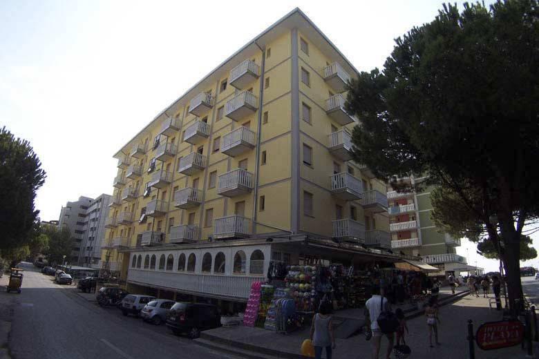 Appartamento in buone condizioni arredato in affitto Rif. 9116778