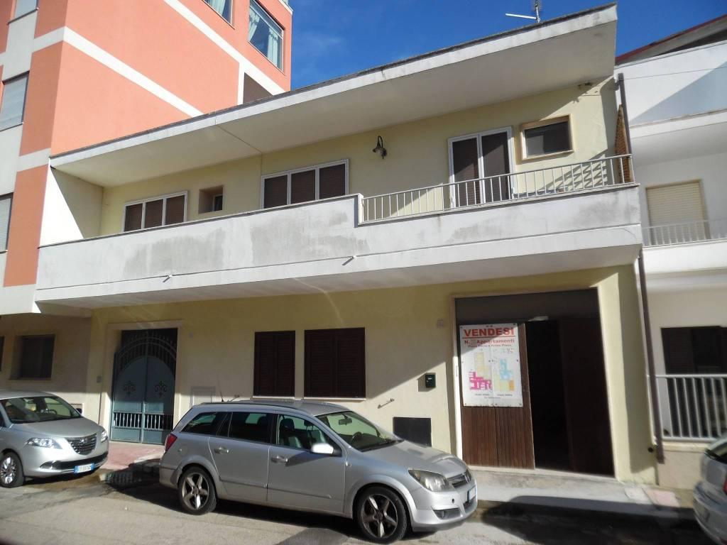 Appartamento in buone condizioni arredato in vendita Rif. 9116999