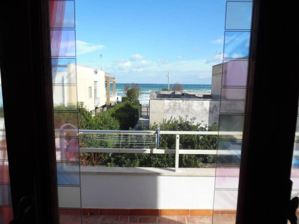 Appartamento in buone condizioni arredato in vendita Rif. 9117000