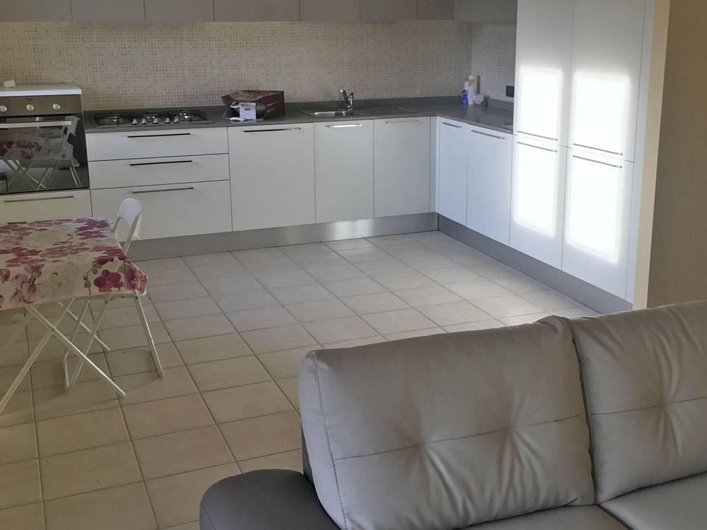 Appartamento parzialmente arredato in affitto Rif. 9125168