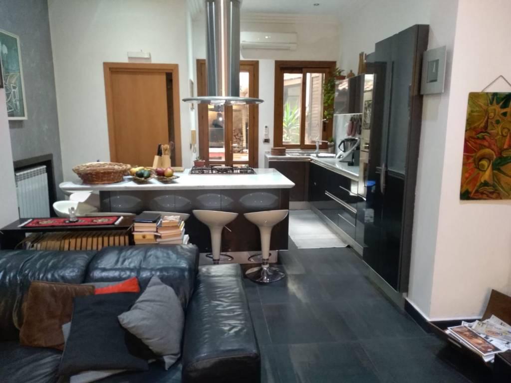 Stabile / Palazzo in ottime condizioni in vendita Rif. 9124957