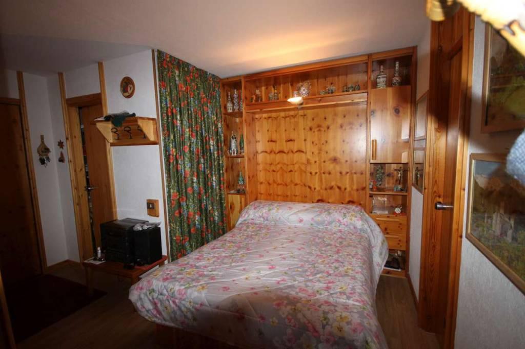 Appartamento in buone condizioni arredato in vendita Rif. 9125235