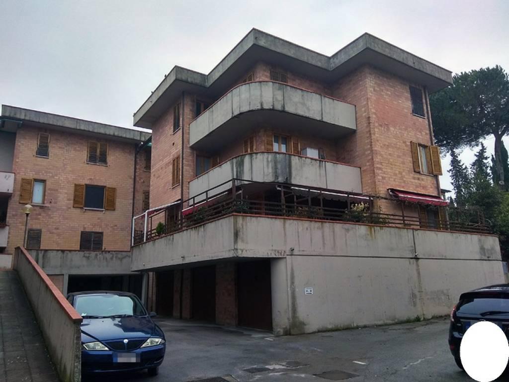Appartamento in buone condizioni in vendita Rif. 9127837