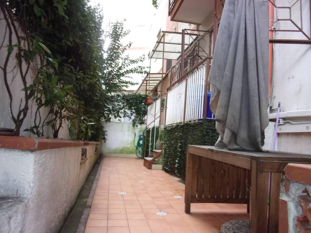 Zona Carmine - 4 vani con terrazzino - piano rialzato