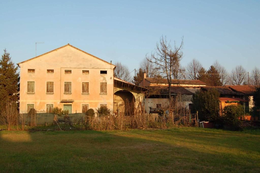 Rustico / Casale da ristrutturare in vendita Rif. 9123555