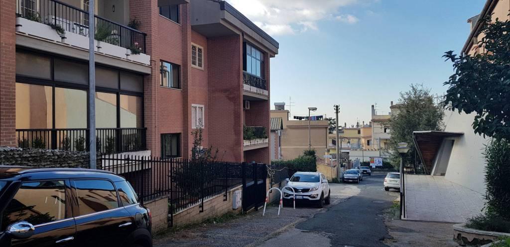 Appartamento in buone condizioni arredato in affitto Rif. 9126277