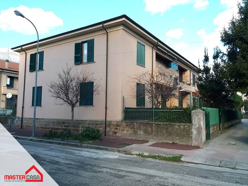 Appartamento in buone condizioni parzialmente arredato in affitto Rif. 9127838
