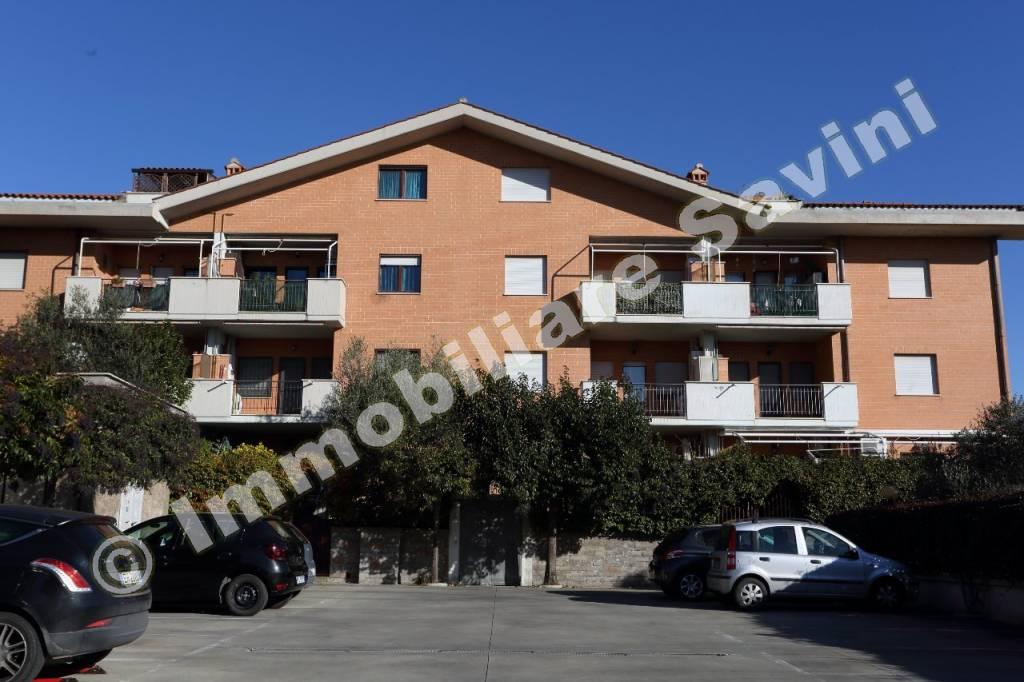 Appartamento in ottime condizioni parzialmente arredato in affitto Rif. 9122355
