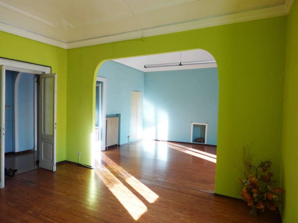 Appartamento in buone condizioni in vendita Rif. 8563932