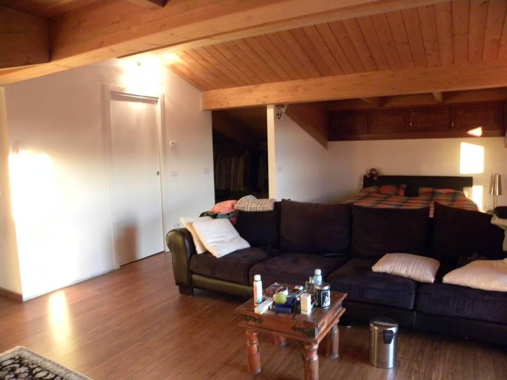 Appartamento in buone condizioni arredato in vendita Rif. 9144066