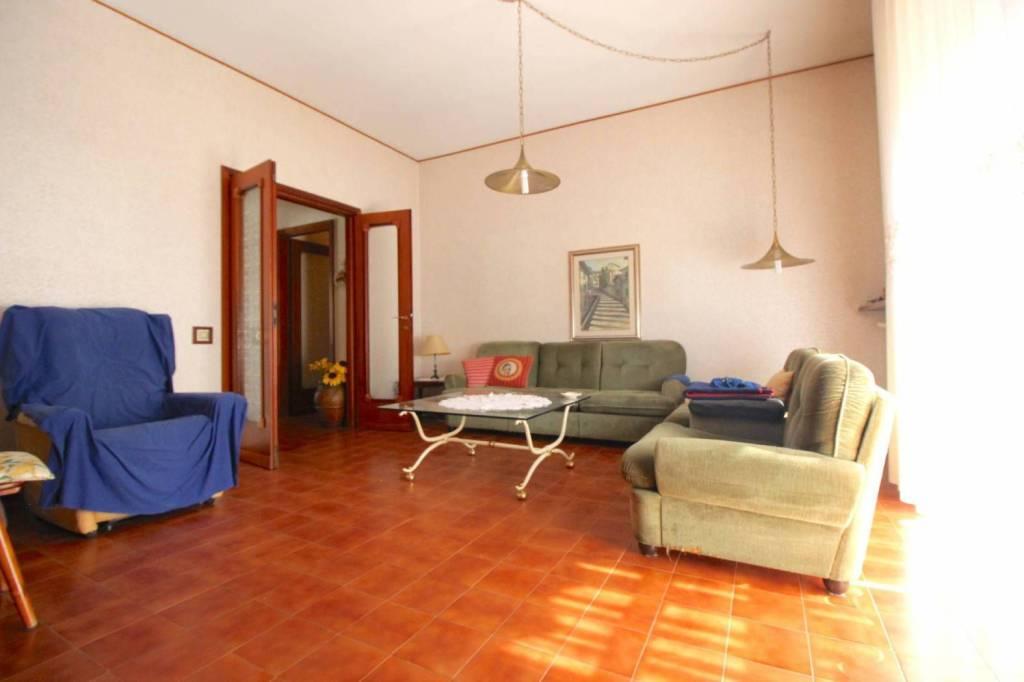Appartamento in buone condizioni parzialmente arredato in vendita Rif. 9122492