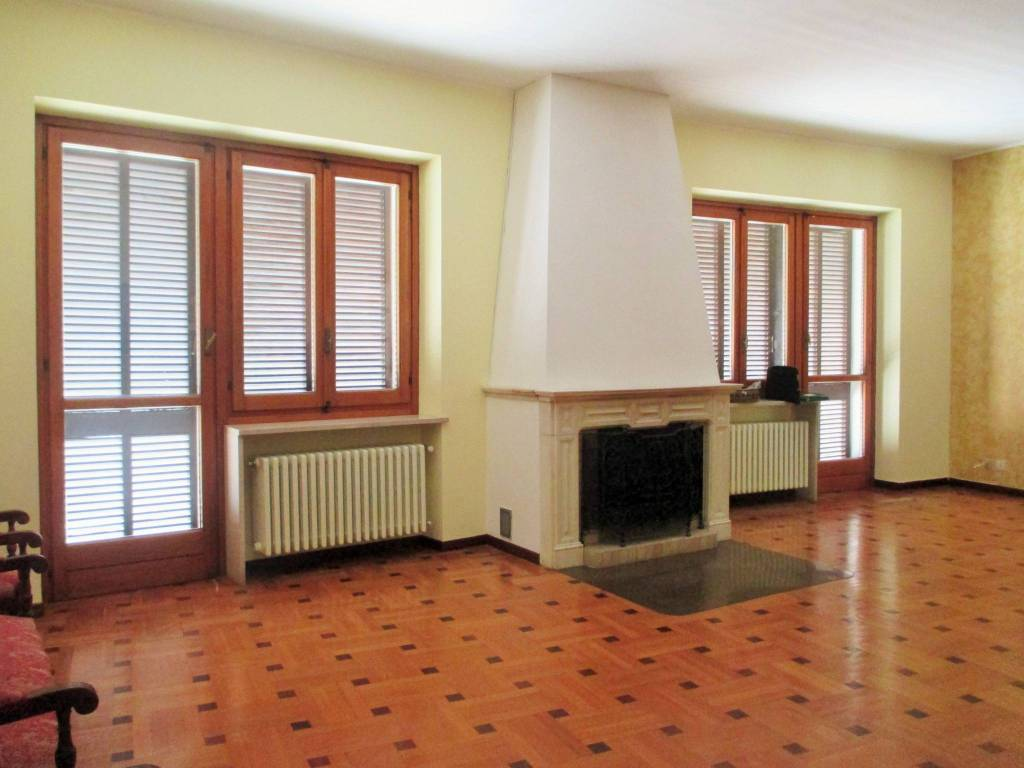 Villa in buone condizioni in vendita Rif. 9122348