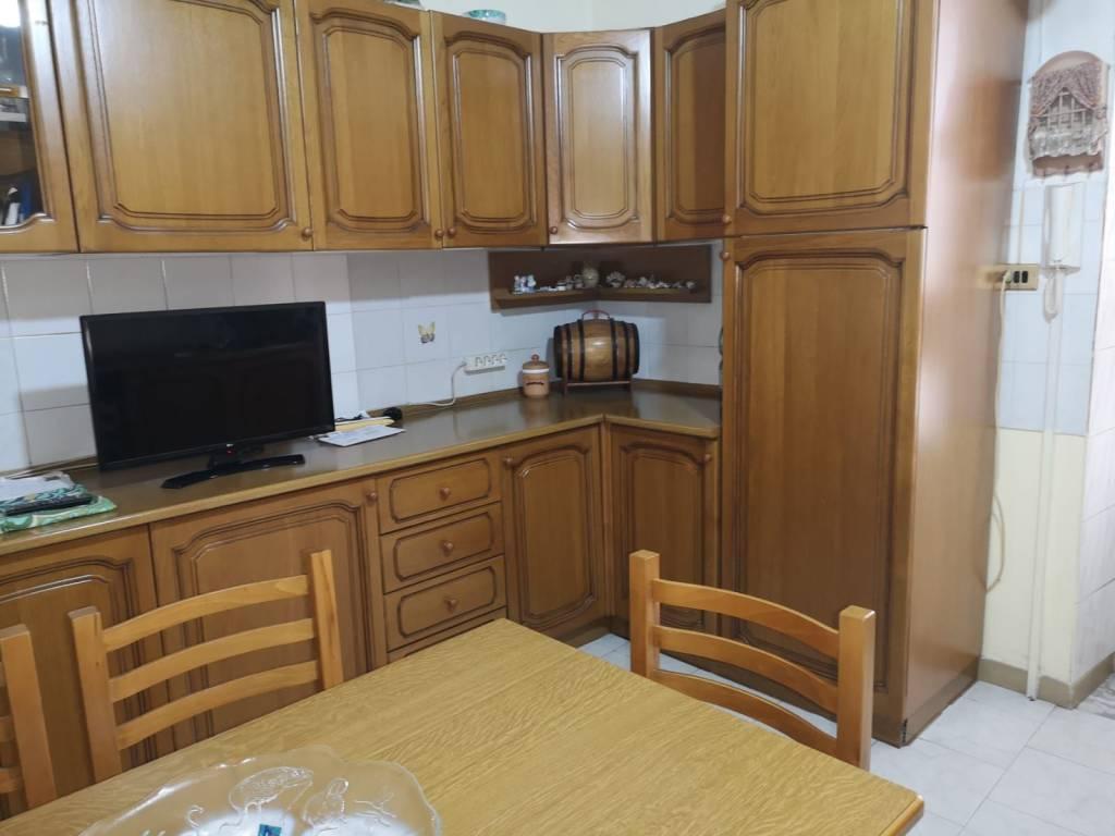 Appartamento in buone condizioni in vendita Rif. 9123789