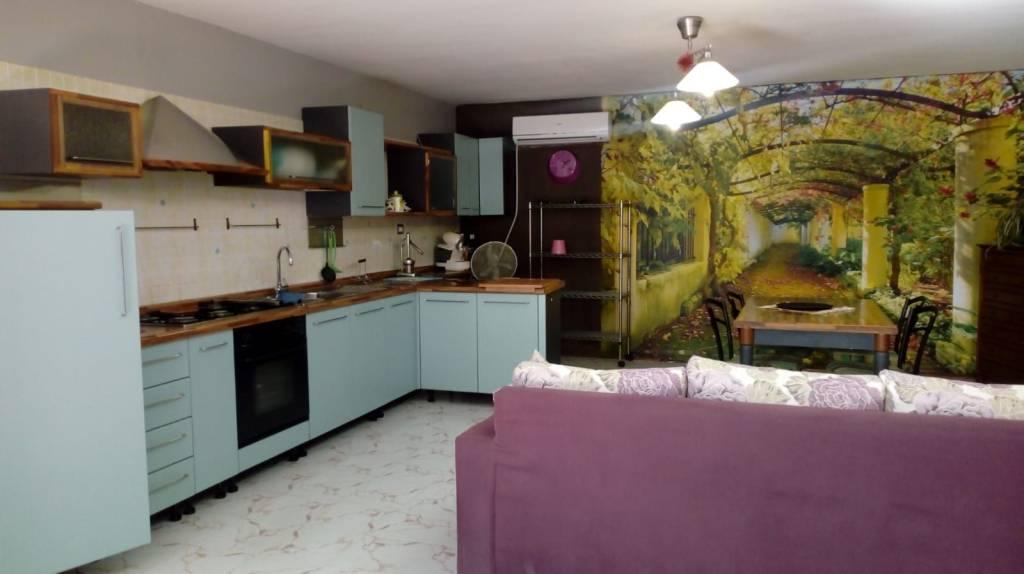 Appartamento in buone condizioni arredato in affitto Rif. 8244021