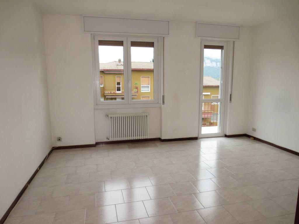 Appartamento in ottime condizioni in vendita Rif. 9127150