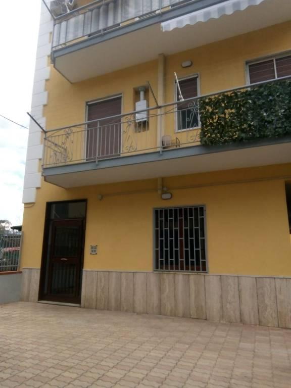 Appartamento in buone condizioni in affitto Rif. 9125595