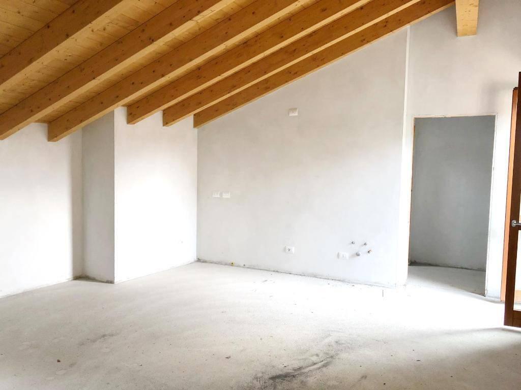 Appartamento in ottime condizioni in vendita Rif. 9146010