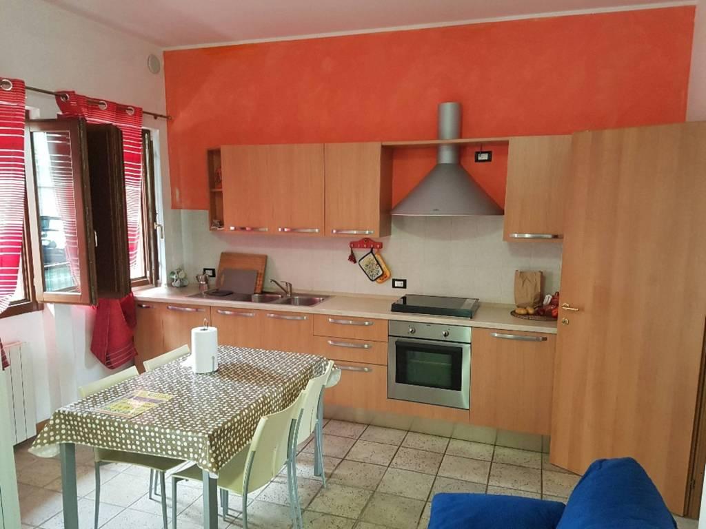 Appartamento in buone condizioni arredato in vendita Rif. 9139439
