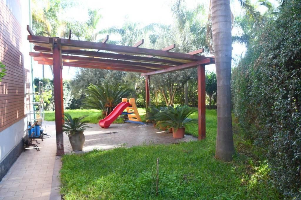 Appartamento in ottime condizioni in vendita Rif. 9137539