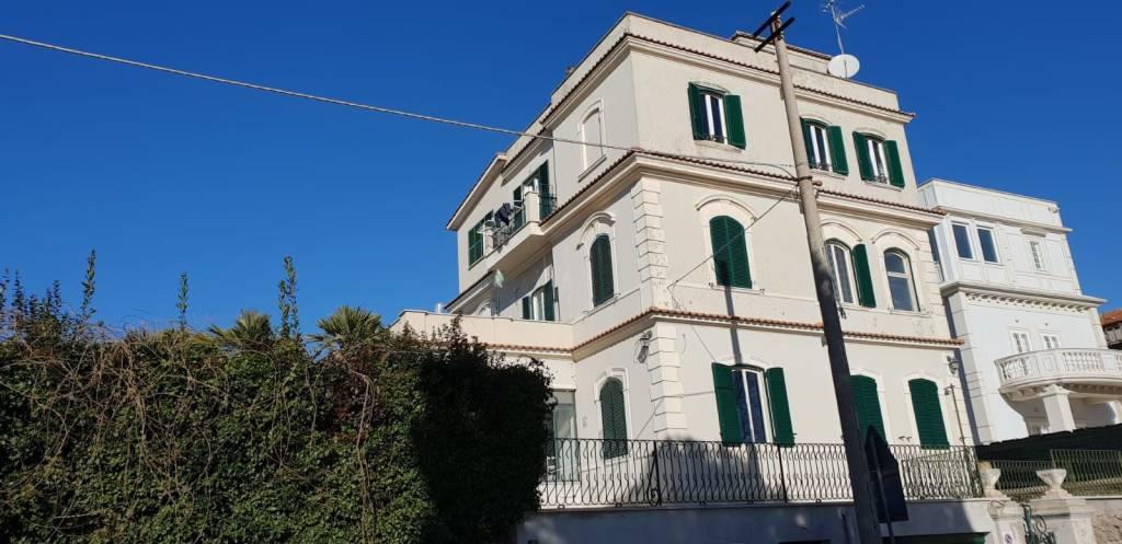 Appartamento in ottime condizioni in affitto Rif. 9145456