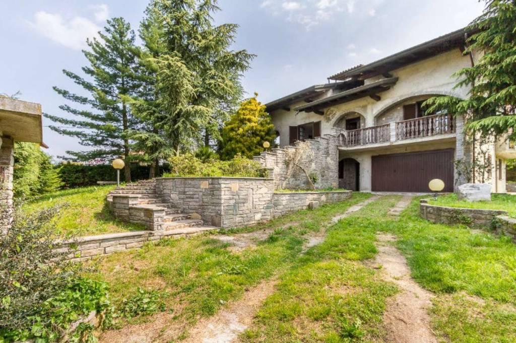 Villa in vendita a Varano Borghi, 4 locali, prezzo € 360.000 | CambioCasa.it