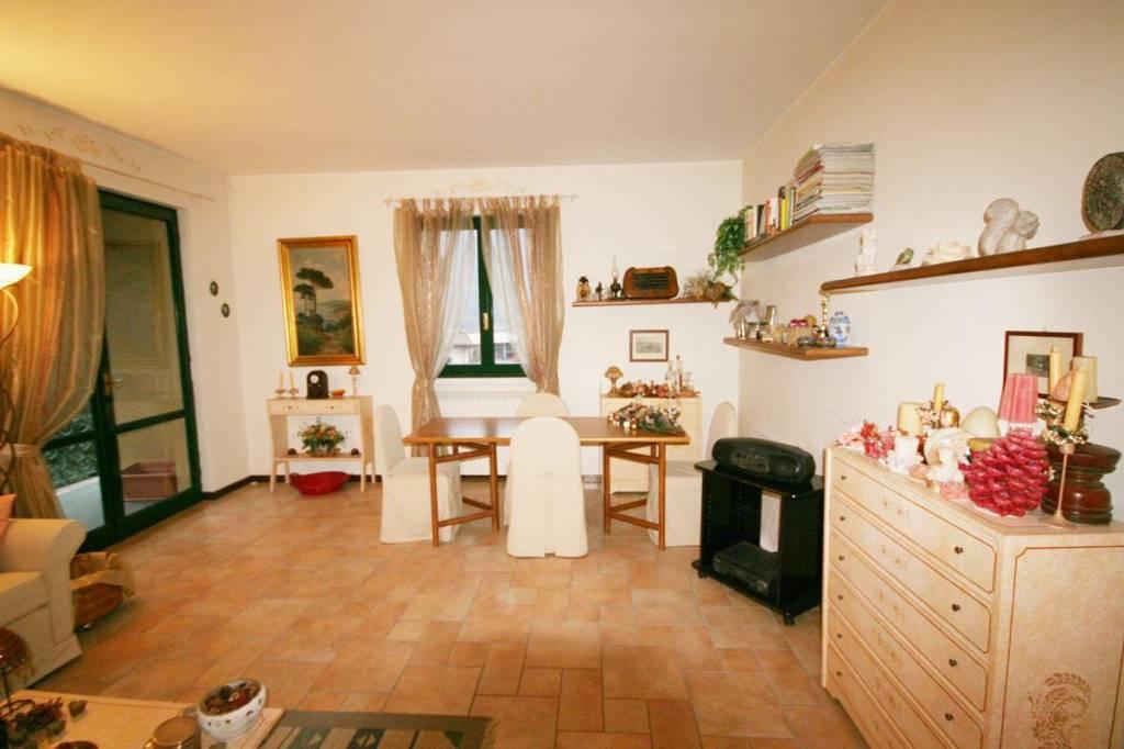 Appartamento in ottime condizioni in vendita Rif. 9136400