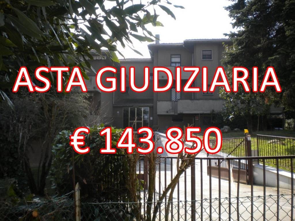 Appartamento in buone condizioni in vendita Rif. 9147395