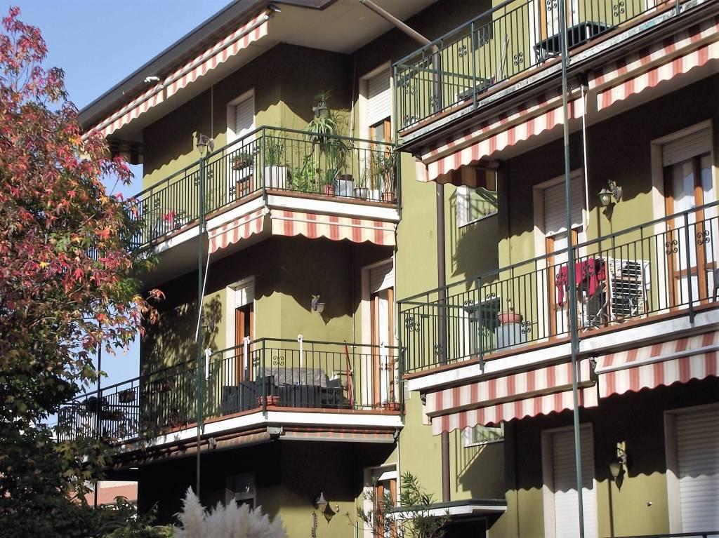 Appartamento in buone condizioni in affitto Rif. 9138557