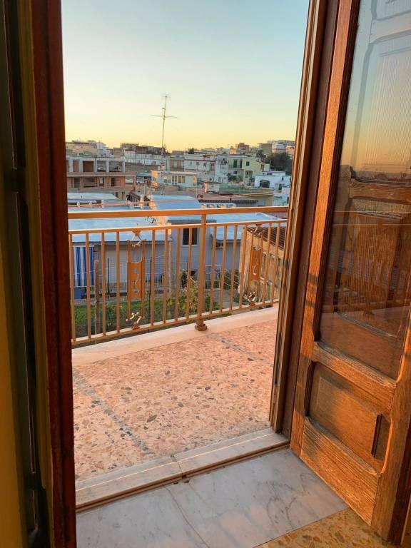 Appartamento in buone condizioni in affitto Rif. 8289072