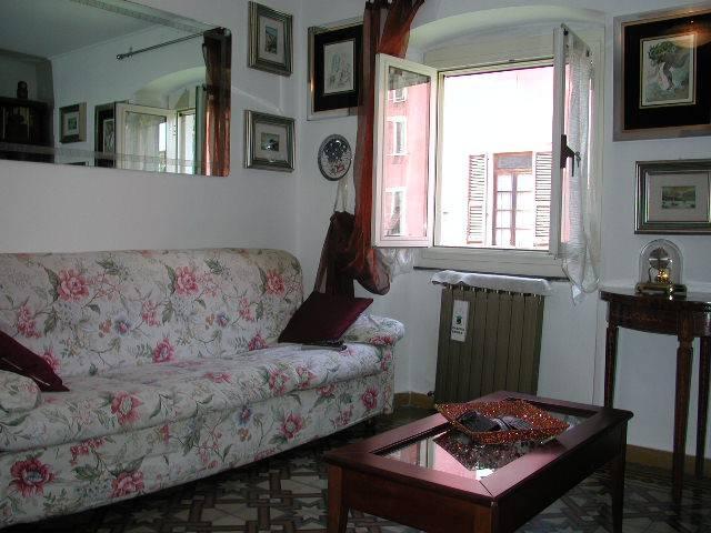 appartamento di ampia metratura con soffitti d'epoca