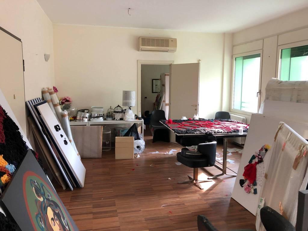 Appartamento in vendita 3 vani 120 mq.  via Bernardino Verro 33/6 Milano