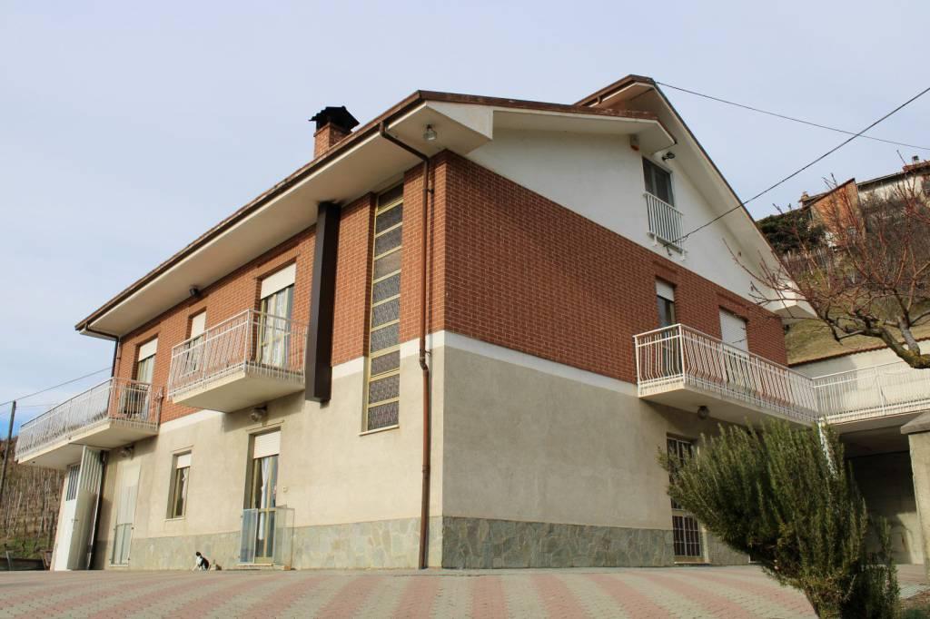 Foto 1 di Villa Località Bussia 12, Monforte D'alba