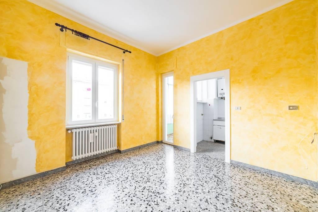 Appartamento in buone condizioni in vendita Rif. 9161207