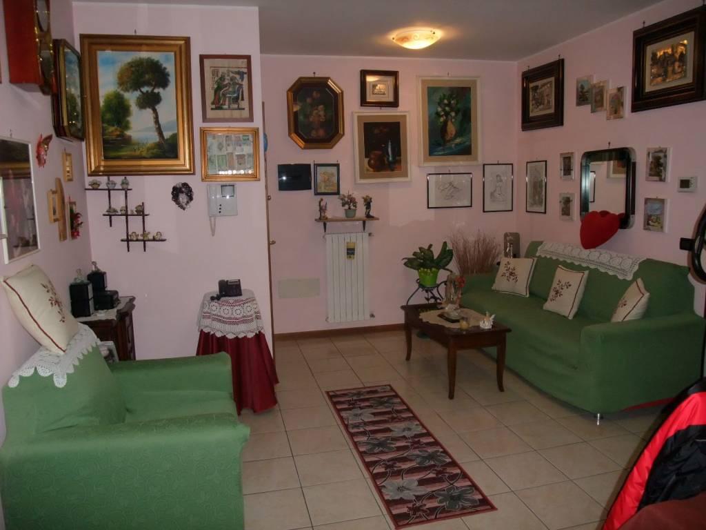 Appartamento in buone condizioni in vendita Rif. 9149420