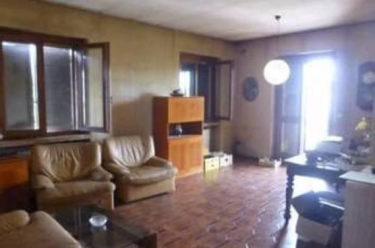 Appartamento in buone condizioni in vendita Rif. 9137072