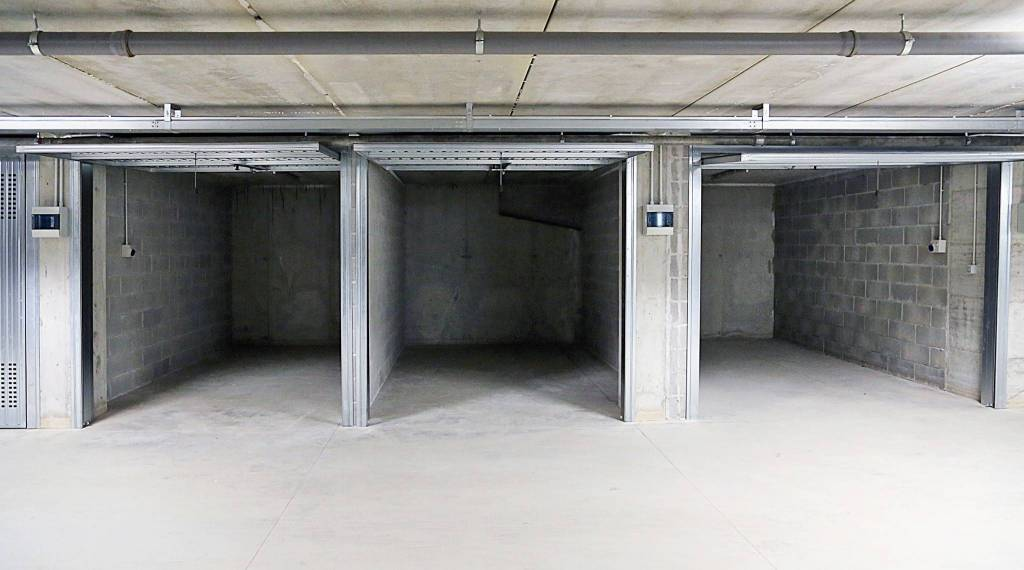 Box e posti auto in vendita Rif. 8807221