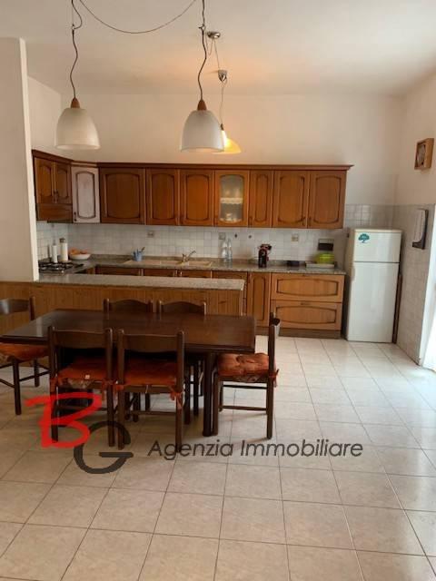 Appartamento in ottime condizioni in vendita Rif. 9139171