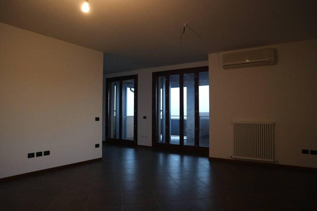 Appartamento in ottime condizioni in vendita Rif. 9156745
