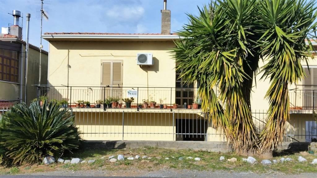 Fabbricato con appartamenti a Sangineto Lido (CS)
