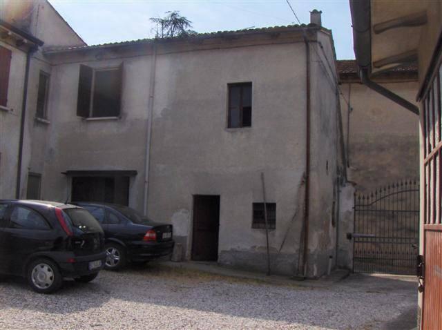 Soluzione Indipendente in vendita a Volta Mantovana, 7 locali, prezzo € 145.000 | CambioCasa.it