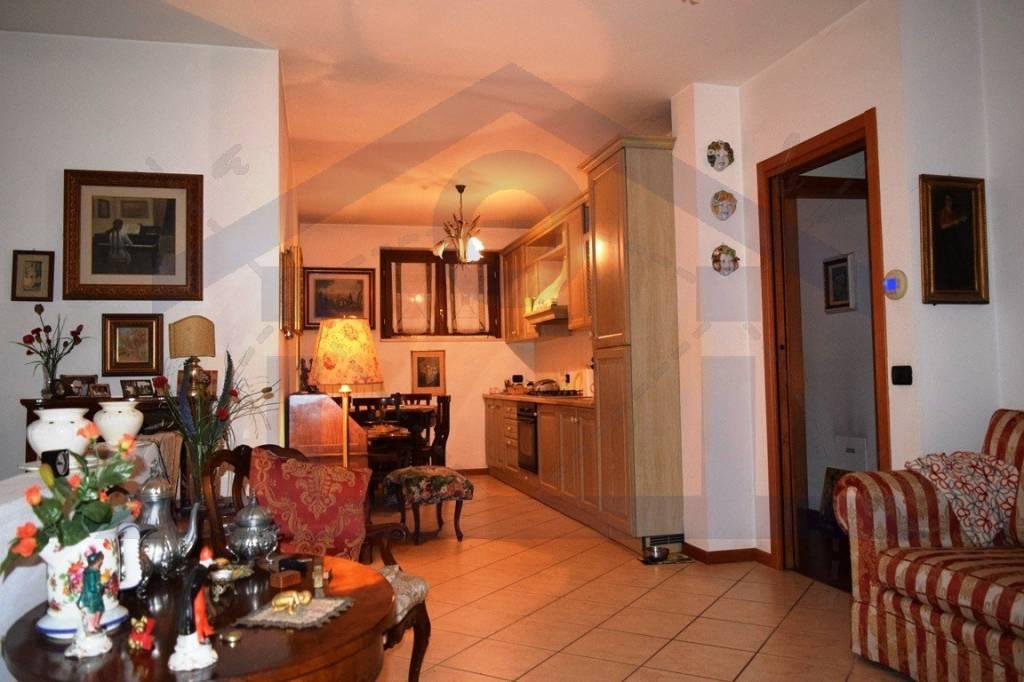 Appartamento in ottime condizioni in vendita Rif. 9144205
