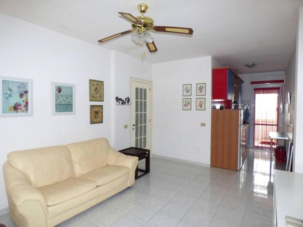 Appartamento in buone condizioni in vendita Rif. 9159274