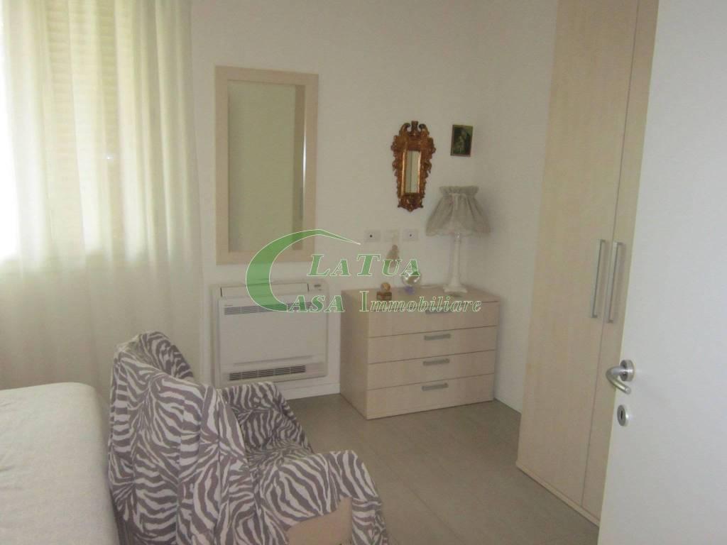 Appartamento in ottime condizioni arredato in affitto Rif. 9155379