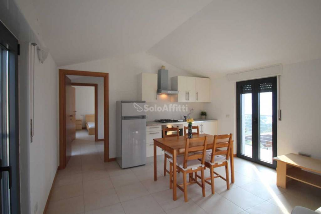 Appartamento in buone condizioni arredato in affitto Rif. 9176481