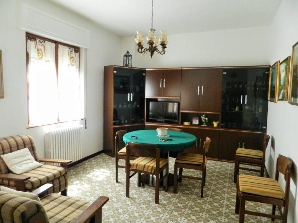 Appartamento in buone condizioni arredato in vendita Rif. 9178349