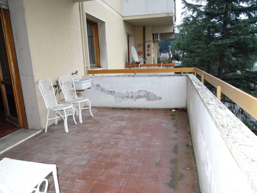 Appartamento in buone condizioni in vendita Rif. 9182616