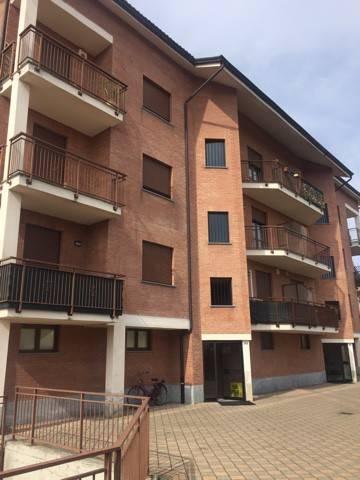 Appartamento in buone condizioni in affitto Rif. 9176645