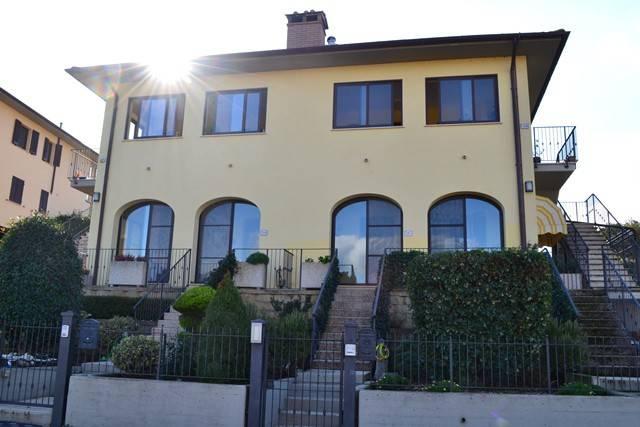Villetta in Vendita a Paciano: 5 locali, 170 mq