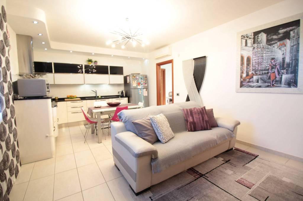 Appartamento in ottime condizioni in vendita Rif. 9177282