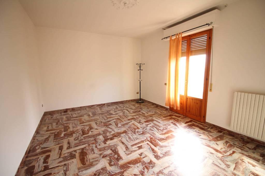 Appartamento in buone condizioni parzialmente arredato in affitto Rif. 9177448